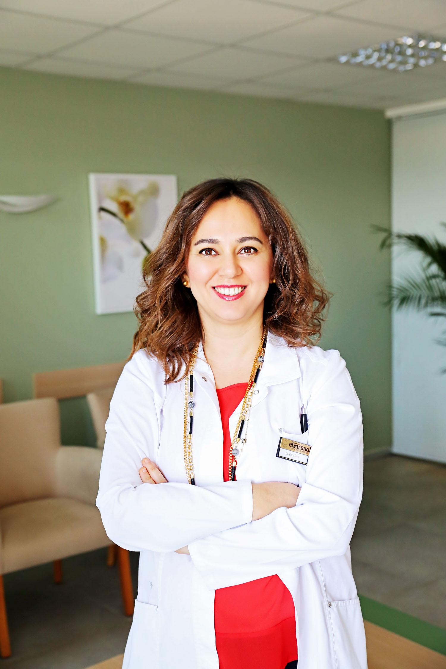Dr. Ebru Toprak Ün: Bilinçsiz göz makyajı görme kaybına yol açıyor 5